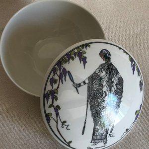 Villeroy & Boch  DESIGN 1900 Lidded Bowl